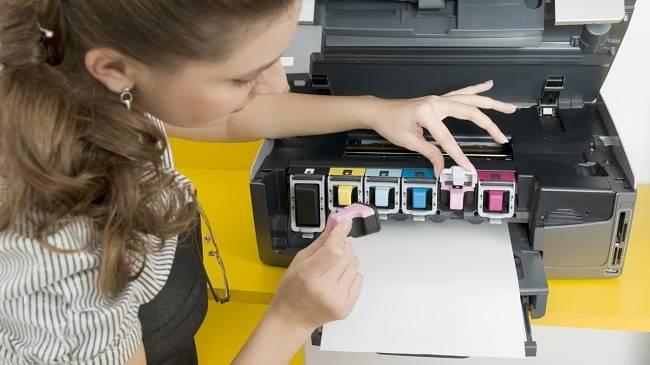 Как узнать сколько краски осталось в принтере